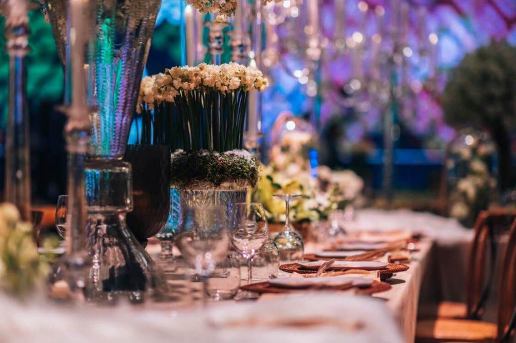 שולחן גדול באירוע